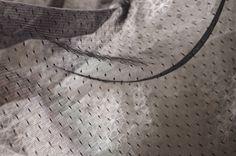 dentelle tissu, dentelle de tulle de tissu, tissu maille dentelle, tissu Robe tutu en pointillés noir   * Tissu de gaze rétro magnifique de dentelle.  * Parsemée de motifs florale, style très rétro et gracieuse.  * Très doux et flowy, parfait pour un mariage robe faisant, rideaux, voiles de mariée, vêtements de bébé, costumes, robe de fabrication.  * Tissu utilisé pour être exporté vers le Japon, la qualité est super plus élevée.  Largeur fixe est d'environ 150cm/59 pouces, la liste est...