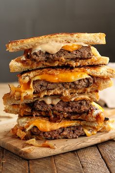 Cast Iron Patty Melt This easy recipe for gooey, cheesy Patty Melts is made even easier by using Chop House Steak Burgers! They're the perfect solution for busy weeknight meal dilemmas! Steaks, Beef Recipes, Cooking Recipes, Easy Recipes, Beef Meals, Delicious Recipes, Cooking Tips, Patty Melt Recipe, Recipes