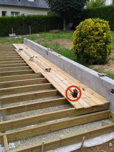 terrasse sur pilotis avec vis de fondation sans mettre de plots bton escalier bois et portail pinterest decking patios and porch