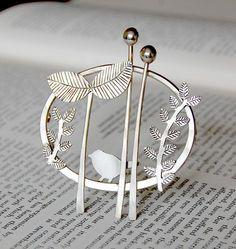 Handmade silver jewelry by Helen Shere - brooch Metal Jewelry, Jewelry Art, Fine Jewelry, Jewelry Design, Jewelry Making, Glass Jewelry, Handmade Silver Jewellery, Sterling Silver Jewelry, Silver Rings