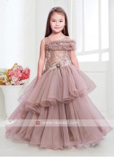 Baby Girl Party Dresses, Dresses Kids Girl, Party Gowns For Kids, Frocks And Gowns, Net Gowns, Girls Frock Design, Baby Dress Design, Baby Frocks Designs, Kids Frocks Design