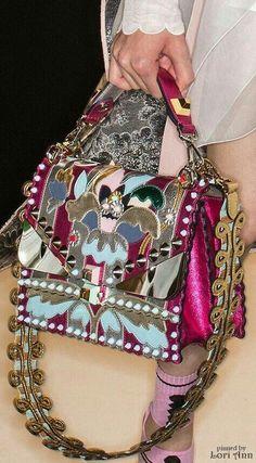 cd6ce08688fa Модные женские сумки 2018 года  тенденции и тренды на фото. Женские сумки  осень -