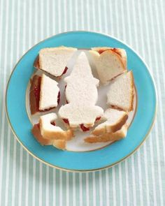 Sandwich puzzle: where your little one can actually play with their food! Plus I'm not wasting the rest of the sandwich that isn't a shape. Awesome!