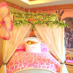 Little girls jungle safari room! How cute!