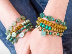 Seaside Bracelets - Designed by Cheri CarlsonDrink in the beautiful style of these perfectly coordinated stretch bracelets. Wire Jewelry, Beaded Jewelry, Jewelry Bracelets, Jewelery, Handmade Jewelry, Jewelry Making Tutorials, Beading Tutorials, Bracelet Tutorial, Bracelet Designs