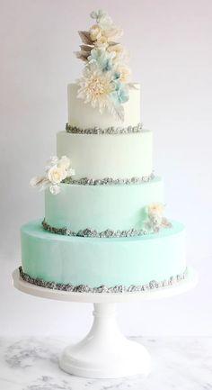 """Классический свадебный торт, который мог бы быть подан на свадьбе Эльзы из """"Холодное сердце"""""""