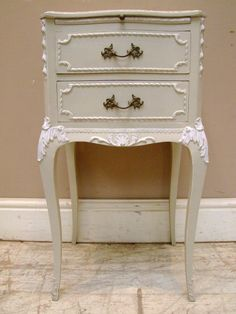 A2929 Pair Stylish Vintage Bedside Tables