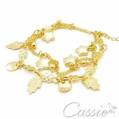 Pulseira Svariato Hamsá - Dupla, folheada a ouro com pingentes de estrelas e Hamsá com garantia. OFERTA DE JANEIRO: 20% DE DESCONTO EM TODA A LOJA!   ▃▃▃▃▃▃▃▃▃▃▃▃▃▃▃▃▃▃▃▃▃▃▃ #Cassie #cassiesemijoias #semijoias #acessórios #folheadoaouro #folheado #instasemijoias #instajoias #fashion #lookdodia #dourado #tendências #banhadoaprata #atacadosemijoias #atacado #atacadoevarejo #semijoia #Pulseira #pulseirafeminina #pulseiras #Hamsá #pulseirismo #pulseiradehamsá #mãodefátima