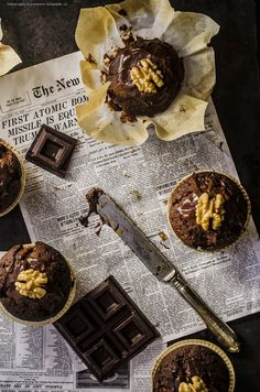 Muffin al cioccolato e noci/ Chocolate and nuts muffins