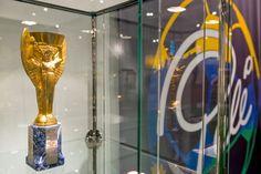 Réplica da taça Jules Rimet de Pelé é leiloada por quase R$ 2 milhões #globoesporte
