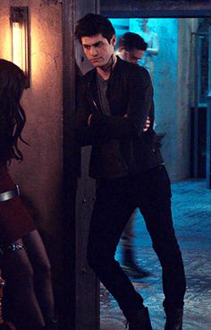 """""""a tol Alec Lightwood leaning against the doorframe � -his legs are longer than my life span Matthew Daddario, Shadowhunters Tv Show, Shadowhunters The Mortal Instruments, Cassandra Clare, Shadow Hunters Cast, Tenn Wolf, Alec And Jace, Shadowhunter Alec, Blake Steven"""