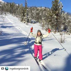 Bra jobba! #reiseblogger #reiseliv #reisetips #reiseråd  #Repost @ingeborgnordvik with @repostapp  Grunn til å feire! Kom trygt ned brattbakken med fjellski også.  Foto @geiralien #liveterbestute #norrøna #norway #norge