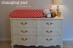 DIY Changing Pad Cover - easy tutorial with 1 yards of fabric and of elastic So easy. Now I can have any pattern. Change Table Mat, Diy Bebe, Changing Pad, Changing Tables, Changing Station, Baby Sewing Projects, Baby Crafts, Kids Furniture, Decoration