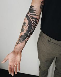 "Polubienia: 2,924, komentarze: 8 – Antoine Larrey (@antoine_larrey) na Instagramie: ""Big leaf for Dave, freehand. @sangbleutattoolondon #sangbleu #tattoo #london —…"""