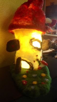 Casa degli gnomi in lana cardata con lampada in di CreazioniMonica