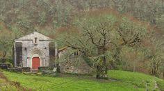 A igrexa de San Pedro Fiz de Hospital (fin. do XII), é unha das deliciosas sorpresas que nos depara o románico en Galicia