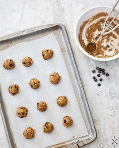 We love these chewy, moist gluten-free chocolate chip cookies. Made with coconut flour, a gluten-free flour blend, and coconut oil, they're a delicious healthier alternative to regular cookies. Whole Food Recipes, Cookie Recipes, Snack Recipes, Foods With Gluten, Sans Gluten, Gluten Free Chocolate Chip Cookies, Paleo Treats, Great Desserts, Vegan Baking