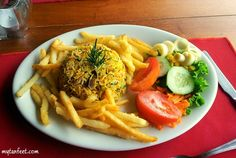 Costa Rican Dishes - arroz con pollo (rice with chicken) Costa Rican Food, Cooking Recipes, Healthy Recipes, Healthy Foods, Cooking Tips, Latin Food, Gallo Pinto, Favorite Recipes, Meals