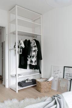 RV B/&B MOLDERS HIDE A HANGER CLOTHES WARDROBE