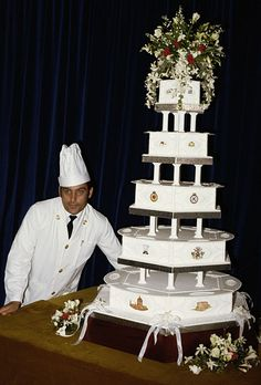 Photos of some of the most memorable royal wedding cakes in history. From Princess Diana to Grace Kelly, see the elaborate multi-tiered confections. Charles And Diana Wedding, Princess Diana Wedding, Prince Charles And Diana, Prince William, Royal Princess, Lady Diana Spencer, Spencer Family, Princesa Diana, Royal Icing Decorations