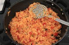 Pilaf sârbesc, după o rețetă tradițională – Mi-a plăcut mult, foarte gustos și foarte ușor de făcut Indian Food Recipes, Ethnic Recipes, Macaroni And Cheese, Rice, Health, Kitchen, Blog, Mac And Cheese, Cooking