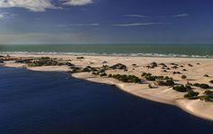 Praia do Camburé (Barreirinhas, Maranhão): Considerada uma das praias mais bonitas do país, Caburé e... - Creative Commons/Encantos do Maranhão/Flickr