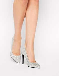 The perfect pump for a holiday party!