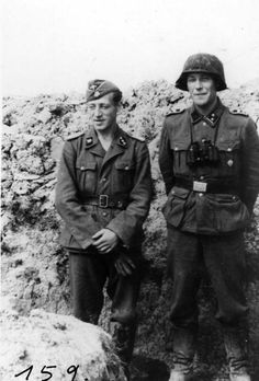 "2 officers of the ""Den Norske legion"" in a trench."