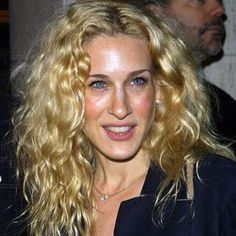 Carrie Bradshaw's Curls in SATC were always exceptional. The BIG , MESSY curls are something i know, I always loved and wished i had....Blak...