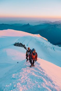 On Les Bosses ridge, climbing Mont Blanc Places To Travel, Places To Go, Travel Destinations, Adventure Awaits, Adventure Travel, Climbing Mont Blanc, Into The Wild, Travel Aesthetic, Travel Goals