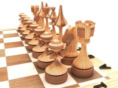 Houten schaakstukken Chess Board Set, Chess Sets, Wood Projects, Woodworking Projects, Chess Strategies, Chess Set Unique, Chess Table, Window Seat Cushions, Art Through The Ages