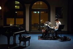 A gallery of 52 Whiplash publicity stills and other photos. Featuring Miles Teller, J. Simmons, Damien Chazelle, Melissa Benoist and others. 10 Film, Film 2014, Jazz, Miles Teller Whiplash, Movies To Watch, Good Movies, Damien Chazelle, Sundance Film Festival, Movies