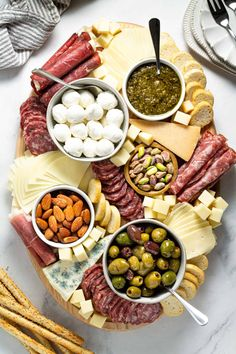 Making a Simple Cheese Board Meat Cheese Platters, Party Food Platters, Food Trays, Cheese And Cracker Tray, Charcuterie Recipes, Charcuterie And Cheese Board, Yummy Appetizers, Appetizer Recipes, Party Appetizers