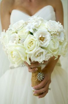 WEDDING Bouquet Ideas ~ Cream # Neutral Wedding ... Wedding ideas for brides, grooms, parents & planners ... https://itunes.apple.com/us/app/the-gold-wedding-planner/id498112599?ls=1=8 … plus how to organise an entire wedding ♥ The Gold Wedding Planner iPhone App ♥