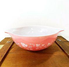 Vintage Pyrex  Pink Gooseberry Cinderella Nesting Large 4 Quart Mixing Bowl