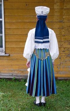 Traditional costume, worn during Lent or for mourning (no red colour) Orjaku (Emmaste), island Hiiumaa, West Estonia.  Eesti Rahvarõivad > Orjaku naine