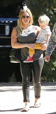 cd0ade603b4c Hilary Duff wearing Chanel Jumbo Quilted Flap Bag Havaianas Slim Basic Black  Flip Flop J Brand
