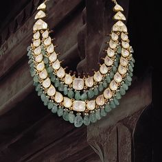 Antique Jewellery Designs, Jewelry Design, Italian Gold Jewelry, Indian Wedding Jewelry, Royal Jewelry, Jewelry Photography, Stylish Jewelry, Selling Jewelry, Necklace Designs