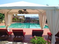 FLORENCE HOLIDAY RENTALS - ITALY TUSCANY FLORENCE - Luxury Villa Vacation Rentals with private pool in the Chianti hills    http://www.vacation-key.com/locations_43266.html