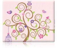 Adesivo decorativo de parede para quarto infantil, composto por uma árvore, com…