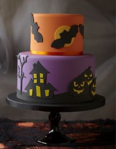 http://www.thecakeparlour.com/wp-content/uploads/2011/01/Haunted-House-Cake-300x384.jpg