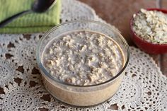 oatmeal cookie overnight oats (nutritional yeast, almond butter or better than PB or sugar cookie g butter) Vegan Overnight Oats, Vegan Oatmeal, Overnite Oats, Yummy Oatmeal, Whole Food Recipes, Cooking Recipes, Oats Recipes, Gf Recipes, Slow Cooking