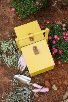 Wooden tool box tutorial - 'Wow To' Magazine by Dana Israeli - craft projects, decorating ideas, party tips and inspiration
