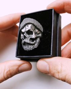 Black And White Instagram, Armband Tattoo Design, Metal Art Projects, Bracelets For Men, Skull Rings, Rings For Men, Cool Things To Buy, Pendants, Mens Fashion