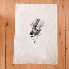 Maori Designs, Tattoo Designs, Tattoo Ideas, Cute Tattoos, Tattoos For Guys, Maria Tattoo, White Tea Towels, Flying Insects, Bird Drawings