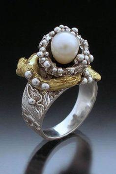 Кольцо из металической глины серебро и золото с жемчугом