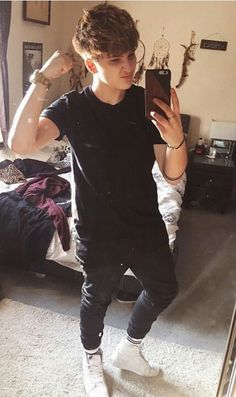 Tomboy Punk Rock Fashion, Queer Fashion, Tomboy Fashion, Fashion Outfits, Fashion Styles, Androgynous Haircut, Androgynous Girls, Androgynous Fashion, Lesbian Outfits