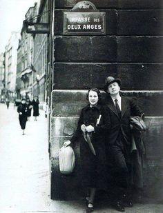 impasse des Deux-Anges - Paris 6ème ... Nusch et Paul Eluard, Impasse des Deux-Anges, une photo de Man Ray (1934).