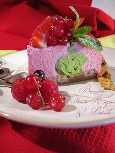 Bavarois Fruits Rouges & Pistache (Berries & Pistachio Mousse Cake) (Recipe in French)