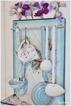 enamel spoon rack with flowers... <3